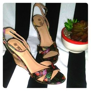 Tropical Styled Wedges -SIZE 8-Cusion Comfort